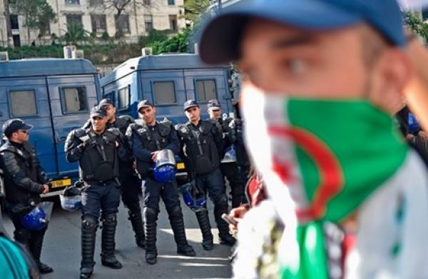 رئاسيات الجزائر: مواجهات حقيقية بين الشعب والسلطة
