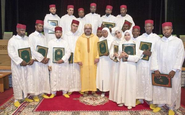 """هذا ما قام به الملك """"محمد السادس"""" لفائدة المتفوقات في برنامج محاربة الأمية بالمساجد"""