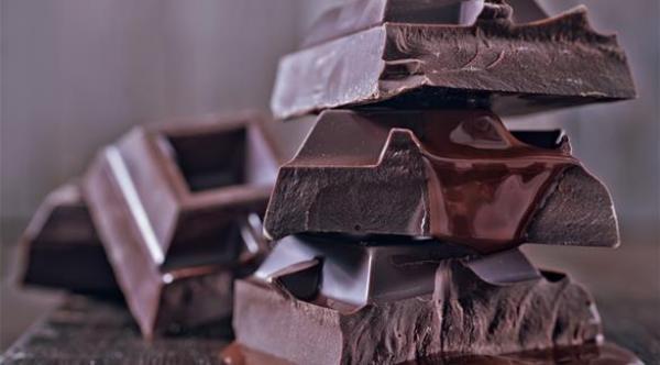 الشوكولاتة الداكنة تخفض الشعور بالتوتر وتحسن الذاكرة