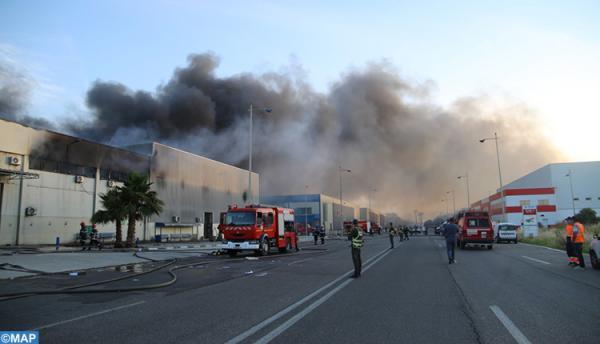 احتواء الحريق المهول الذي اندلع بمصنع طنجة .. خسائر مادية وإصابة واحدة