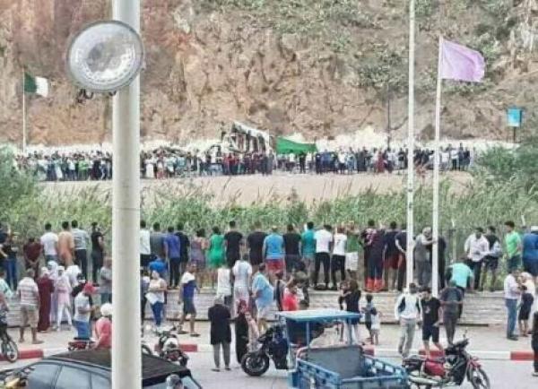 """مباشرة بعد تأهل الجزائر إلى نهائي """"الكان""""...الجماهير تنادي:"""" الشعب يريد فتح الحدود"""""""