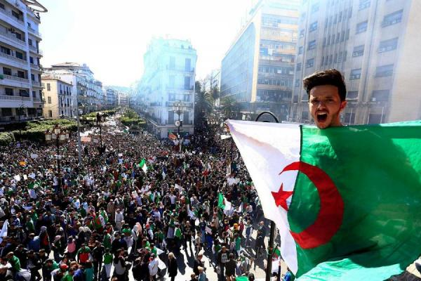 غلاء المعيشة وارتفاع الأسعار يخرجان آلاف الجزائريين للاحتجاج مجدداً في جميع الولايات
