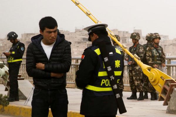 3a56640d1 للتجسس على البيانات الشخصية.. الصين تجبر السياح على تثبيت تطبيق هاتفي