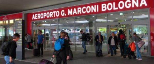 """مغربيان """"رونو"""" الطاليان: سيفطوهم """"ريفولي"""" ورجعولهم في """"طيارة"""" من مراكش ودخلوا للمطار بطريقة مزال الأمن ما فهمها لدابا"""