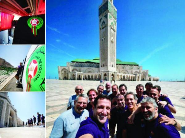 بالصور: أساطير برشلونة في زيارة لمسجد الحسن الثاني