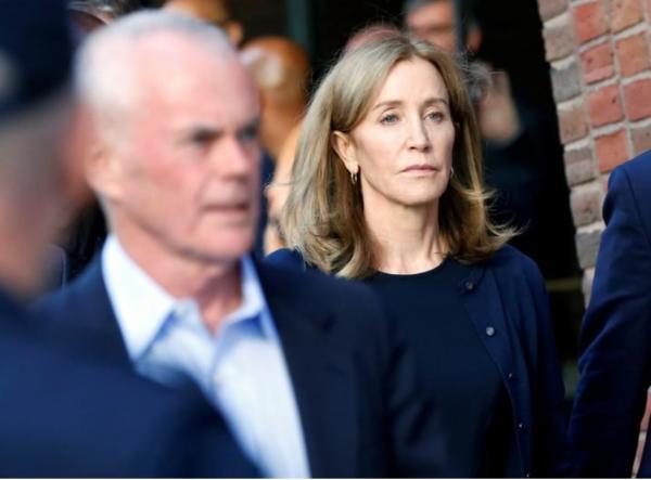السجن للممثلة فيليستي هوفمان في فضيحة غش لدخول جامعات أمريكية