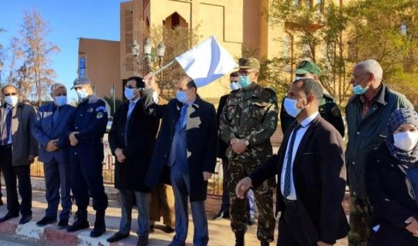 تزامنا مع زيارة الوفد الأمريكي للداخلة..الجزائر تُوزّع سخانات مائية على قادة البوليساريو(صور)