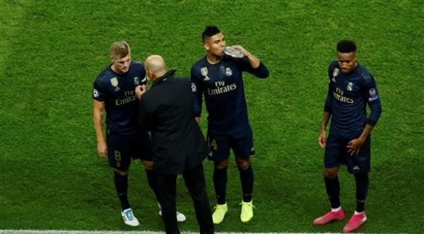 كاسيميرو ينتقد أداء ريال مدريد بعد السقوط المدوي أمام سان جرمان