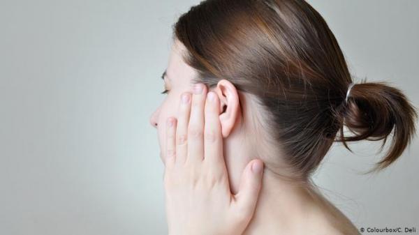 بهذه الطريقة يمكنك تنظيف أذنيك دون إيذائهما!