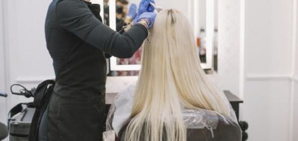 أضرار صبغ الشعر للنساء والرجال