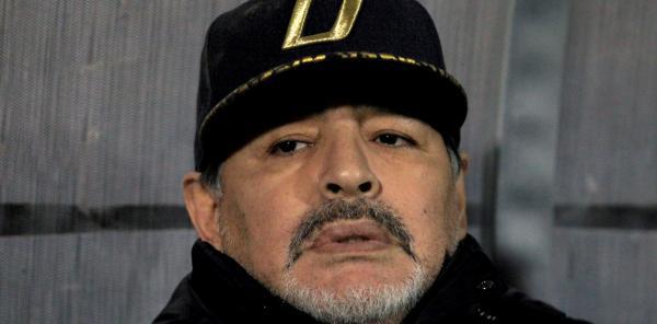 مارادونا يستقيل من منصبه كمدرب لنادي خيمناسيا