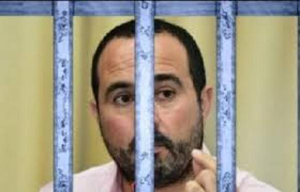 """مستجدات ملف الصحفي """"الريسوني""""...حقيقة توقيفه للإضراب عن الطعام وآخر ما طالب به"""