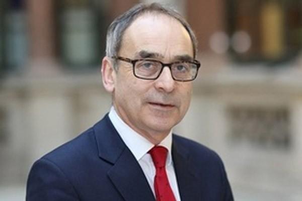 السفير البريطاني بالمغرب يلمح إلى إعلان قرارات كبرى الأسبوع المقبل