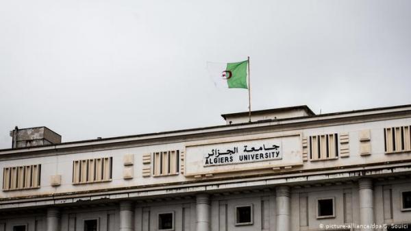 جدل تعميم الإنجليزية يؤجج هستيريا الهويات في الجزائر