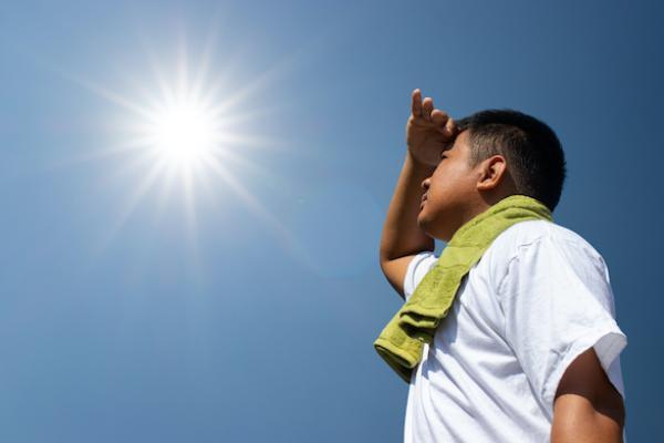 تعرف على أبرز أعراض ضربات الشمس والإسعافات الأولية التي يجب اتباعها
