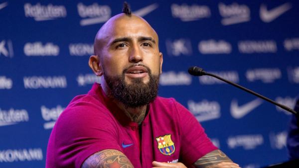 فيدال سيغادر نادي برشلونة