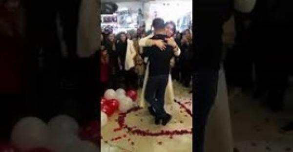 شاب ايراني احتضن فتاة وطلب يدها للزواج والنهاية غير متوقعة (فيديو)
