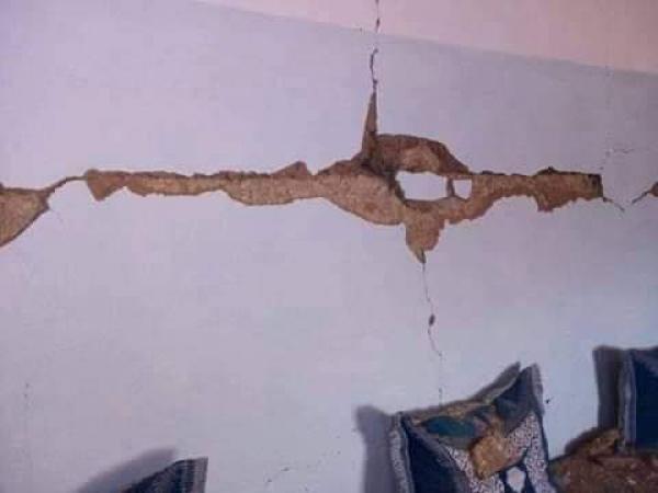 حدوث تشققات بمنازل بالمنطقة جزاء الهزة الأرضية
