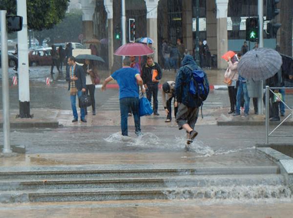 المرجو الحذر...الأرصاد الجوية تتوقع أمطارا وزخات عاصفية غدا الجمعة بعدد من مناطق المملكة