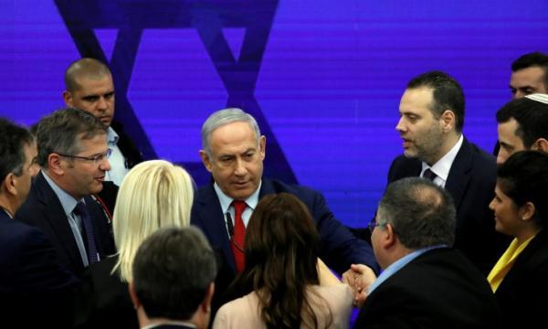 بالفيديو: نتنياهو يقطع خطابه ويهرب من صواريخ غزة!