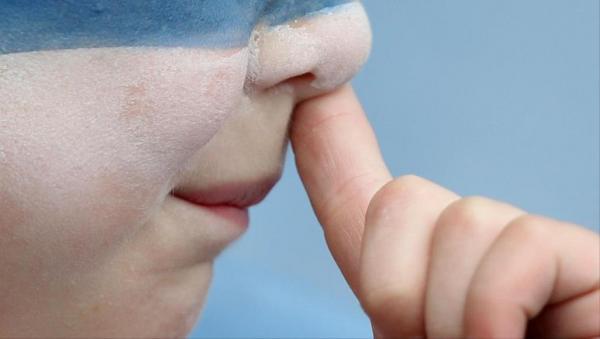 العبث في الأنف قد يتسبب في مشاكل صحية يمكن أن تؤدي الى الوفاة