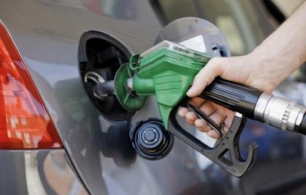 أرباب محطات الوقود يهددون بزيادة الأسعار بسبب الضريبة