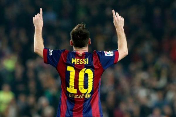 فقيد برشلونة الراحل وراء بقاء ميسي في النادي الكاتالوني