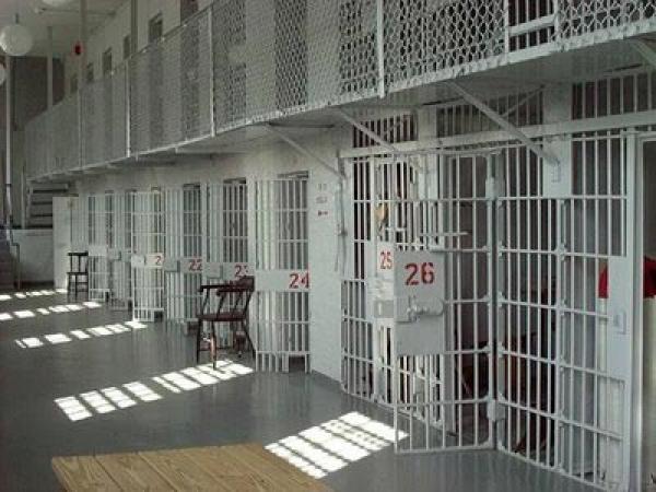 حدث بسجن أيت ملول..ذهبت لزيارة زوجها السجين فاكتشفت بالصدفة أنه متزوج من أخريتين غيرها!
