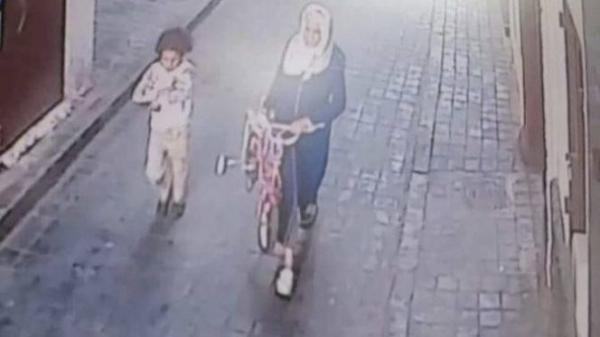 حملة فايسبوكية واسعة لتحديد هوية مجرمة اختطفت طفلة صغيرة بالدار البيضاء
