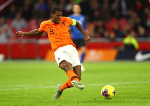 الهولندي فينالدوم ينضم رسميا إلى باريس سان جيرمان