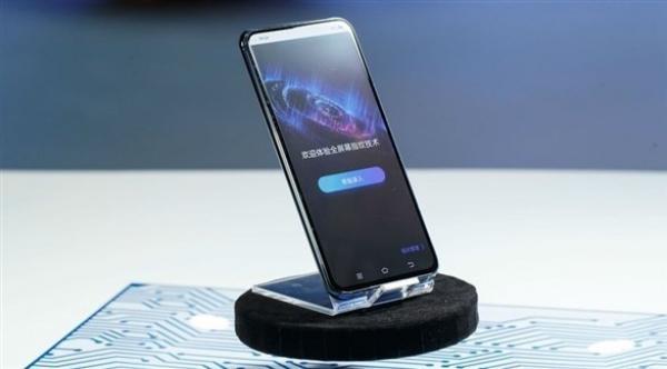 فيفو تعرض أول هاتف ذكي بلا منافذ