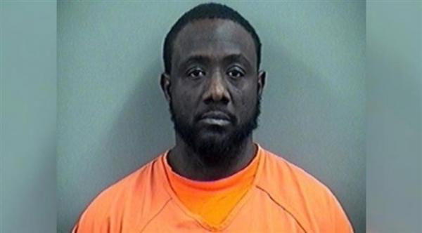 """رجل يقتل ثلاثة أشخاص في أوكلاهوما ويطهو قلب أحدهم مع """"البطاطا"""""""