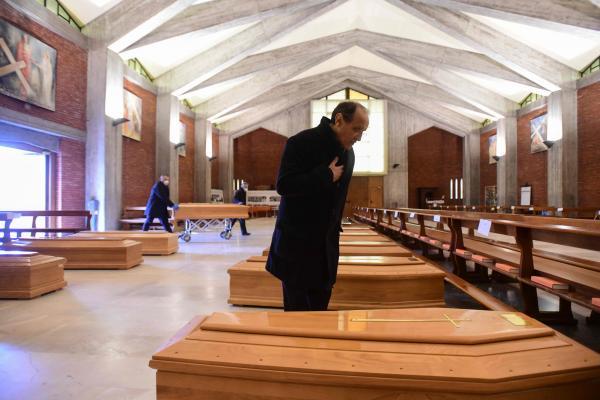 """رقم مخيف..عدد وفيات """"كورونا"""" بإيطاليا إلى 8165 شخص"""