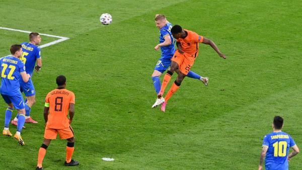 هولندا تفوز على النمسا وتضمن عبورها إلى دور الثمن