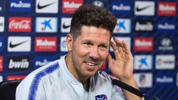 """""""سيميوني"""" يبرز أهمية انضمام """"سواريز"""" إلى """"أتليتكو مدريد"""""""