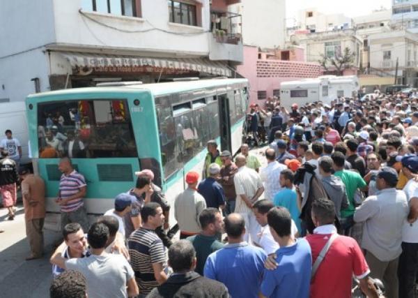 """صفقة النقل الحضري تفشل ومعاناة البيضاويين ستتواصل مع طوبيسات """"الخردة"""""""