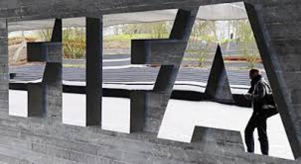 فيفا يسعى لمراجعة جدول المباريات بسبب شكاوي مدربي الأندية