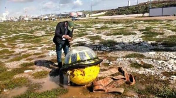 """جسم غامض يلفظه شاطئ آسفي ويثير استغراب الفايسبوكيين...""""أخبارنا"""" تكشف عن طبيعته ودوره العلمي"""