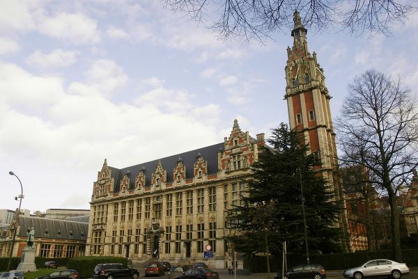 """""""صلاح الدين داسي"""" طفل معجزة من أصول مغربية يلتحق  بجامعة بلجيكية وعمره 15 عاما فقط"""