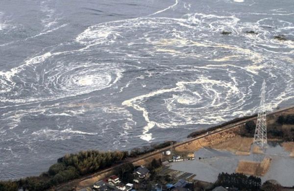 اليابان ترفع تحذيرا من وقوع تسونامي بعد زلزال قوي