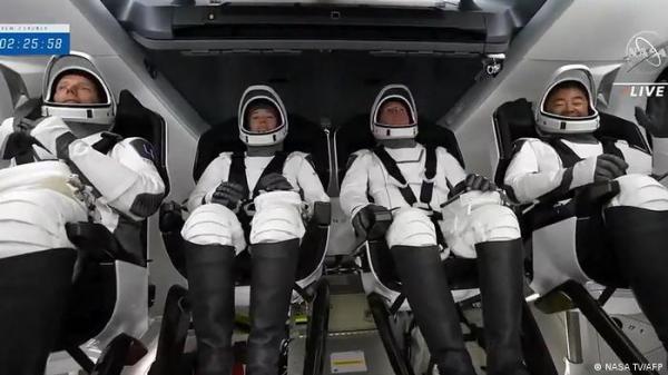 """بالفيديو.. يوم """"تاريخي"""" لرحلات الفضاء الأوروبية مع """"سبايس إكس"""""""