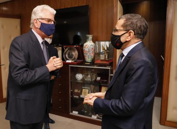 """السفير الأمريكي """"ديفيد فيشر"""" يُغادر المغرب"""