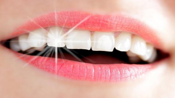حيل منزلية للحصول على أسنان ناصعة البياض