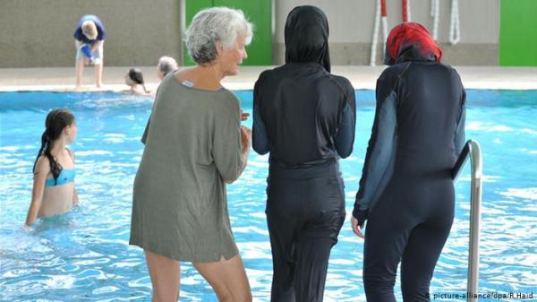 """محكمة ألمانية تلغي حظراً على ارتداء """"البوركيني"""""""