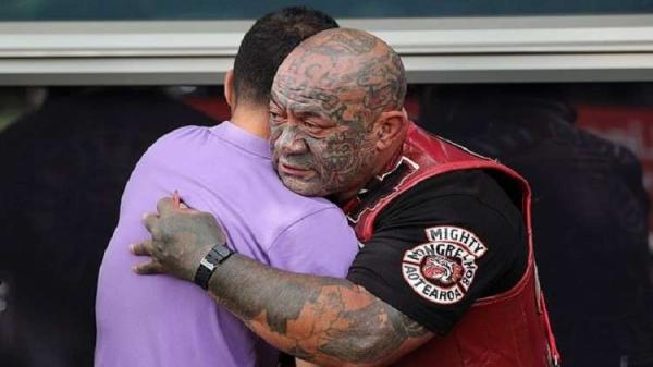 بشاعة الهجوم الإرهابي تحرك حتى العصابات لحماية مساجد نيوزيلندا