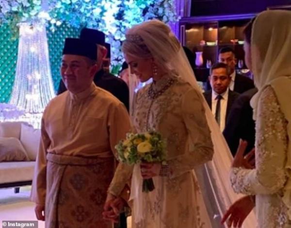 """زفاف أسطوري لولي العهد الماليزي على """"حسناء سويدية"""" (صور)"""