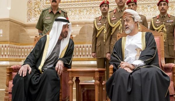 لماذا رفض سلطان عمان الجديد مصافحة ولي عهد أبو ظبي (فيديو)