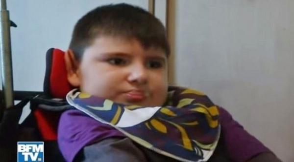 طفل يفارق الحياة بسبب تناول شطيرة برغر ملوثة