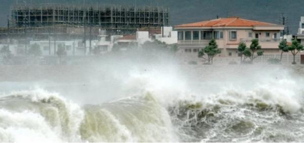 إعصار قوي يضرب جنوب اليابان ويتسبب في انقطاع التيار الكهربائي