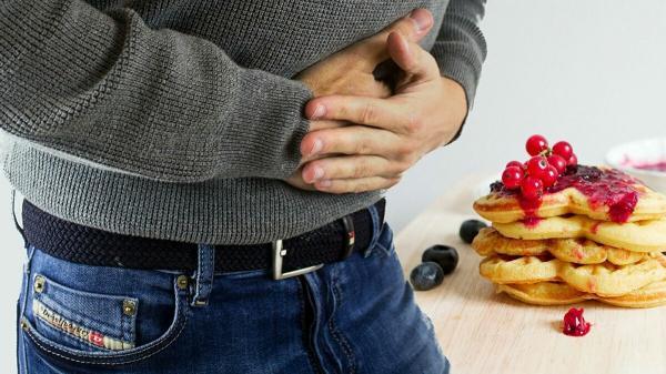 ابتعد عنها... 10 أطعمة تسبب آلام حادة في القولون